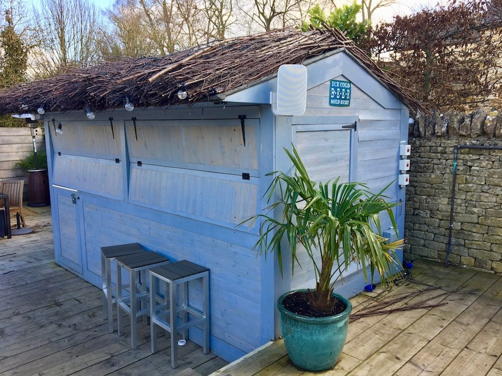 blue shed come bar plant