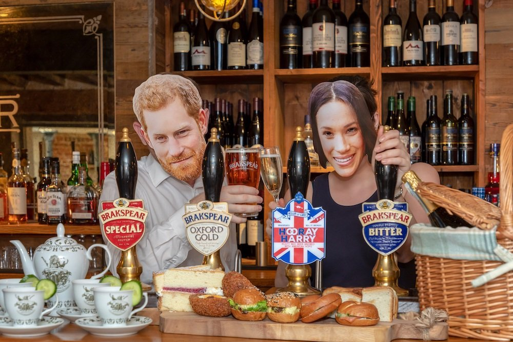 pub pulling pints Prince Harry Meghan Markle