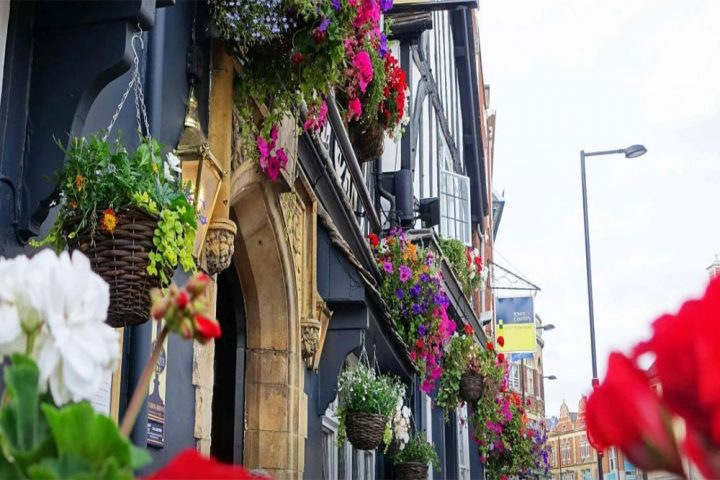 pub with flowers